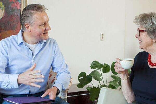 Seniorenverhuizing? Uw verhuisgregisseur is uw aanspreekpunt bij Ontzorgd Verhuizen, het verhuisbedrijf voor voor senioren en zorg