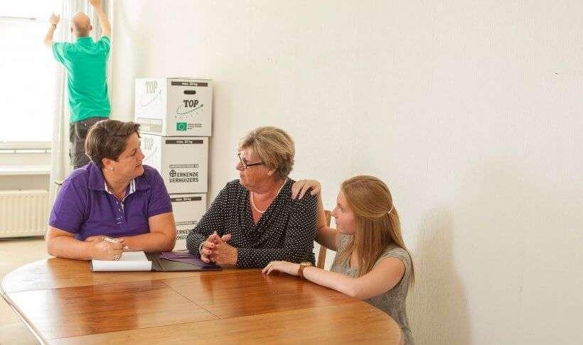 Interview met Senioren TV over alles wat Ontzorgd Verhuizen kan doen om senioren te helpen met verhuizen of leegruimen na overlijden.