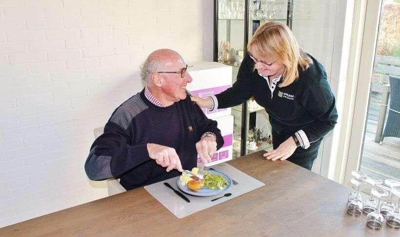 Onze klant krijgt van verhuisregisseur Esther een heerlijke warme maaltijd op zijn verhuisdag, geleverd door maaltijdleverancier Van Smaak.